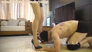 Chinese Extreme Kick Ballbusting Whipping and Slapping Femdom妆主高跟暴力踢裆鞭打耳光调m