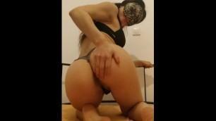Miki Greek βαριέμαι και βάζω δάκτυλο - Καραντίνα Βίντεο επί πληρωμή